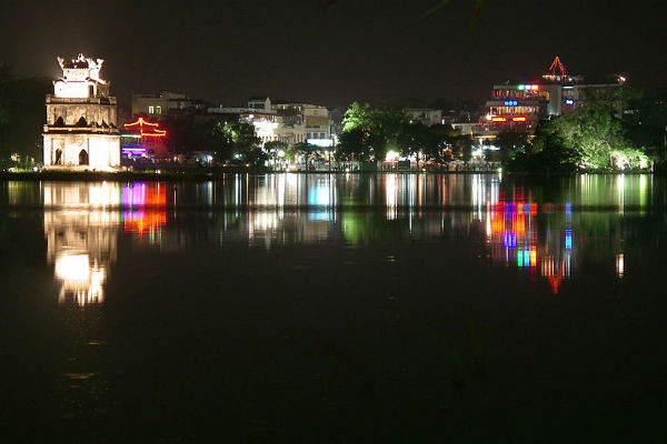 Notte ad Hanoi sul Hoan Kiem Lake