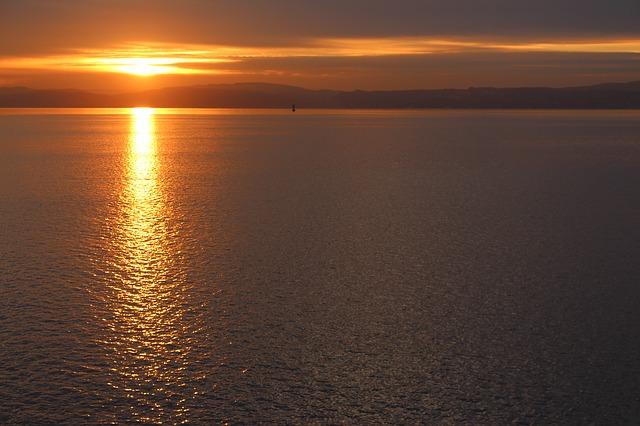 Tramonto del sole di mezzanotte a Oslo, capitale della Norvegia
